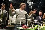 Francouzský herec a dramatik Sébastien Thiéry navštívil představení Pokusní králíci v Pardubicích