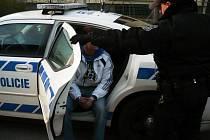 Sedmadvacetiletý řidič, který řídil i přes odebrání řidičského průkazu, byl navíc pod vlivem pervitinu.