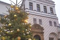 Vánoční výzdoba na pardubickém zámku.