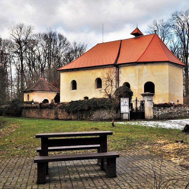 Středověký kostel svatého Michaela archanděla má zajímavý iinteriér.
