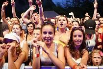 """Letošní ročník festivalu České Hrady CZ si publikum užívalo i přes obrovské vedro, které pod """"Kuňkou"""" panovalo."""