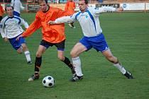 Do podzimní divizní sezony vstoupily Živanice dvěmi výhrami a  stejně tak soutěž ukončily. Po výhře v Kolíně 3:1 zdolaly doma Nový Bydžov. U míče v oranžovém dresu Pavel Vrba.