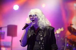 Legendární maďarská skupina Omega si Pardubice vybrala jako jednu ze svých zastávek na turné s názvem Tüzvihar, neboli Ohnivý vichr. Nejznámější písní kapely je hit Gyöngyhajú lány, v českém prostředí známý jako Dívka s perlami ve vlasech.