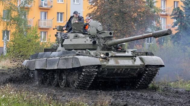 Retroměstečko: Kasárnami duněly tanky.