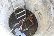 Hladina vody ve studni. Ilustrační foto.