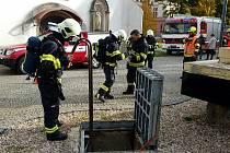 Ve středu 27. října odpoledne bylo rušno v ulicích Pernerova i Bratranců Veverkových v centru Pardubic. Důvodem bylo cvičení hasičů Pardubického kraje.