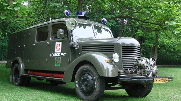 Jednotka sdh ROSICE má jako svou největší chloubu historické požární vozidlo Praga RN. Sami hasiči říkají, že bez stroje z roku 1952 by to nebyli oni. O prostředek se dobrovolný sbor z městské části Pardubice 7 pečlivě stará a jezdí s ním na závody i výst