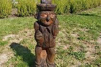 Dřevěné sochy na pardubické Dubině.
