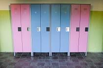 Základní škola Benešovo náměstí pořídila přes prázdniny nové šatní skříňy.
