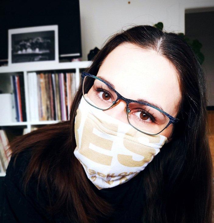 """""""Rouška z loňské chřipkové sezóny se hodí,"""" říká Bára Matýsková z Pardubic."""