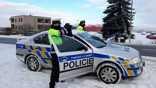 Policisté se zaměřili na rychlost, pokutovali ale i jízdu bez pásů a s telefonem v ruce.