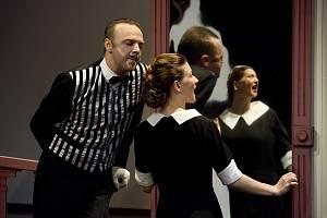 Inscenace Falešné našeptávání v podání Slováckého divadla z Uherského Hradiště.