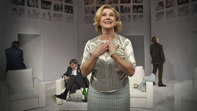 Jindra Janoušková v komedii Třikrát život.
