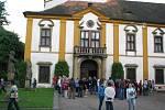 Do zámku proudily davy lidí.