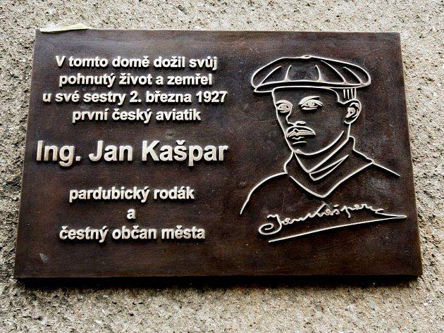 Pamětní deska pardubického aviatika Jana Kašpara