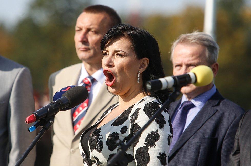 Zahájení 129. Velké pardubické se Slavia pojišťovnou na pardubickém dostihovém závodišti .