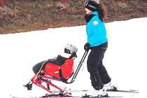 Postižené děti si užívaly lyžování