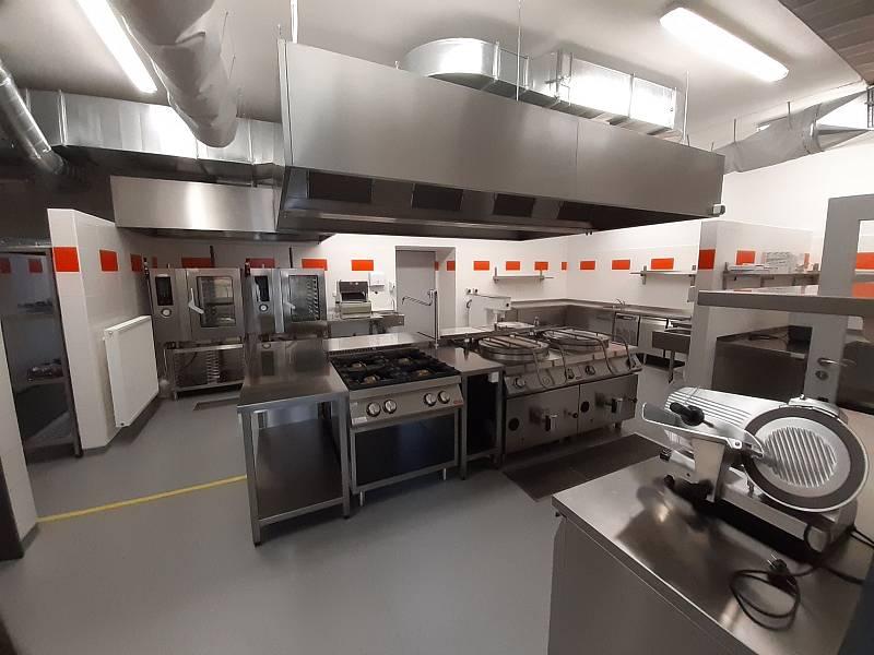 Kuchyně byla přesunuta z prostor mateřské školy.