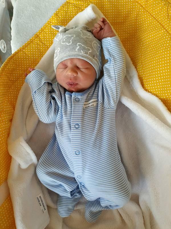 Jakub Hnilička se narodil 8. 3. 2021 ve 13:59 hodin. Vážil 3000 ga měřil 49 cm. Velikou radost udělal rodičům Tereze Dolákové a Luďkovi Hniličkovi. Doma v Prachovicích se na brášku těšila sestřička Anna (2 roky a 5 měsíců).