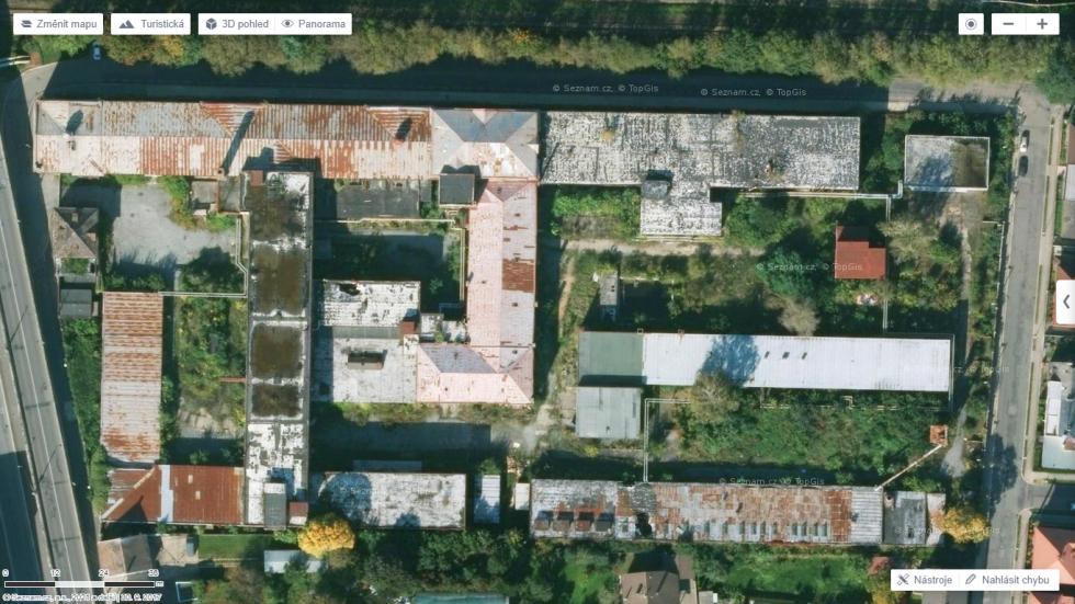 Letecký pohled na současný areál bývalé Tesly