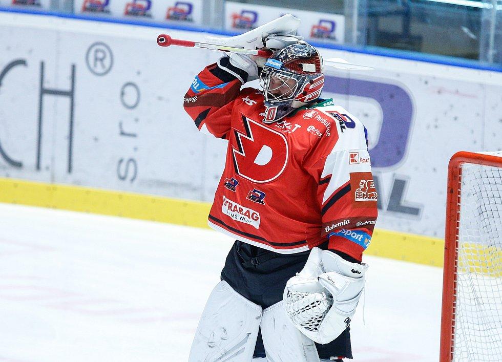 Hokejové utkání Tipsport extraligy v ledním hokeji mezi HC Dynamo Pardubice (v červenobílém) a HC Kometa Brno (v bílomodrém) pardubické enterie areně.