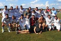 Fotbalisté Chvojence si dali na 25. ročníku Memoriálu Josefa Kloučka opravdu záležet. Neprohráli ani v jednom utkání a zaslouženě tak jubilejní turnaj vyhráli.