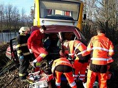 Tragická nehoda na železničním přejezdu si v pátek ráno u Hlinska vyžádala tři lidské životy