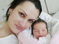Darina Romptová se narodila 6. prosince v 5:35 hodin. Měřila 50 centimetrů a vážila 3340 gramů. Maminku Jitku u porodu podpořil tatínek Marek. Doma v Pardubicích mají ještě šestnáctiměsíčního Kryštofa.ch čeká ještě malá Nela (2,5).