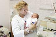 DAVID KELEMEN se narodil  23. března ve 12 hodin a 23 minut. Vážil 3420 gramů a měřil 49 centimetrů. Maminku Martu podpořil při porodu tatínek Pavol. Bydlí v Pardubicích a doma na ně čeká šestiletá Laura.