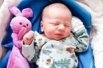 DOMINIK STOČES se narodil 17. února v 15 hodin a 35 minut. Vážil 3650 gramů a měřil 50 centimetrů. Na sourozence se těší dvaapůlletá Nella. Rodiče Denisa a Martin bydlí Rohoznici u Pardubic.