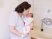 Stela Paulusová se narodila  7. února v 6:19 hodin. Vážila 4260 gramů a měřila 53 centimetrů. Maminku Nelu podpořil při porodu tatínek Libor, doma na ně čeká Antonín (27 měsíců). Rodina bydlí v Bukovce.