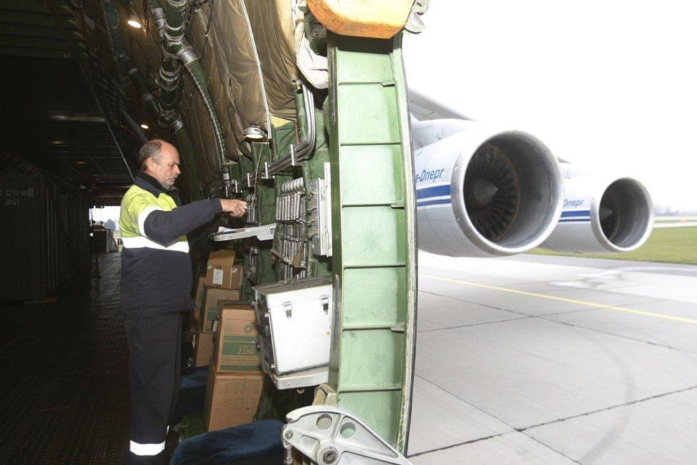 Pohon stroje zajišťují výkonné motory a rozpětí křídel stroje je 73,3 metrů.