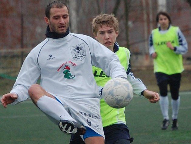 V souboji o první místo ČPP poháru Pamako zdolal Titanic Srch vysoko Přelouč 7:3, když tři góly vstřelili Dušek (u míče) a také Horyna. Jarní sezona se pomalu blíží.