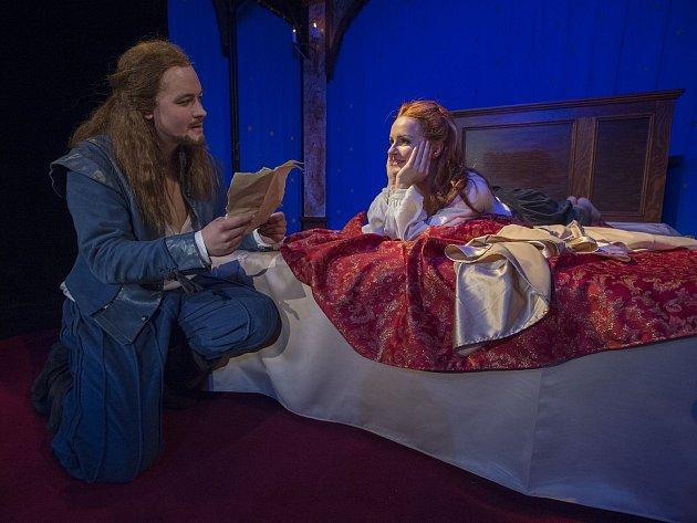 Jana Ondrušková a Josef Láska v inscenaci Zamilovaný Shakespeare.