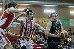 Z basketbalového duelu Pardubice - Opava (93:92).