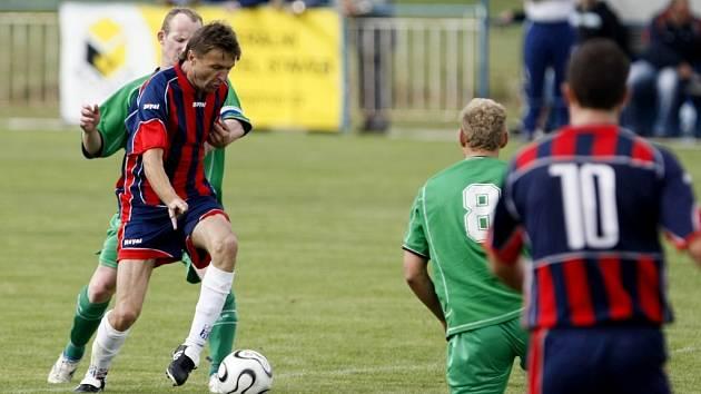 Z fotbalového utkání Krajského přeboru mezi FK AS Pardubice a FC Hlinsko.