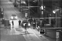 Zadržení skupiny 13 podezřelých Rumunů, kteří měli ve rvačce okrást šest mužů o peněženky, doklady a oblečení.