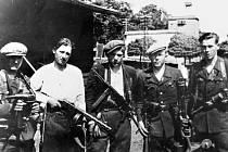 Německá výzbroj i výstroj. Partyzáni v roce 1945 bojovali s tím, co bylo po ruce.