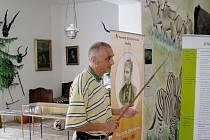 David Vávra představil v Holicích projekt modernizace expozice v Památníku Dr. Emila Holuba. Ukazovákem mu stylově bylo originální africké kopí, prý napuštěné jedem