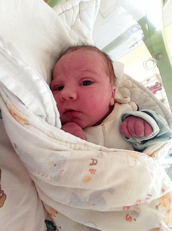 Daniel Král se narodil 4. 4. 2021 rodičům Radce a Davidovi. S maminkou a tatínkem bude doma v obci Orel na Chrudimsku.