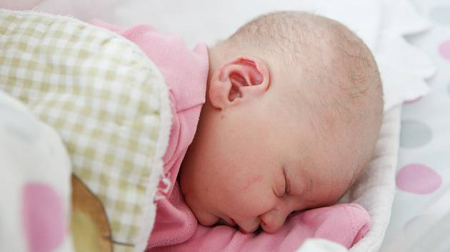 VALERIE PECHÁČKOVÁ se narodila 9. října ve 13 hodin a 59 minut. Vážila 3330 gramů a měřila 48 centimetrů. Maminku Nelu podpořil u porodu tatínek Martin. Rodina bydlí v Pardubicích.
