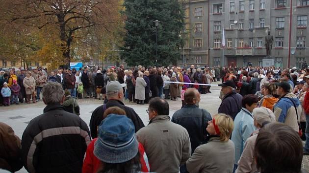 Vznik republiky si připomněli na náměstí Československých legií v Pardubicích