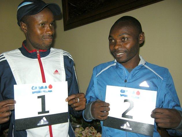 Elijah Karanja a Gordon Manutu
