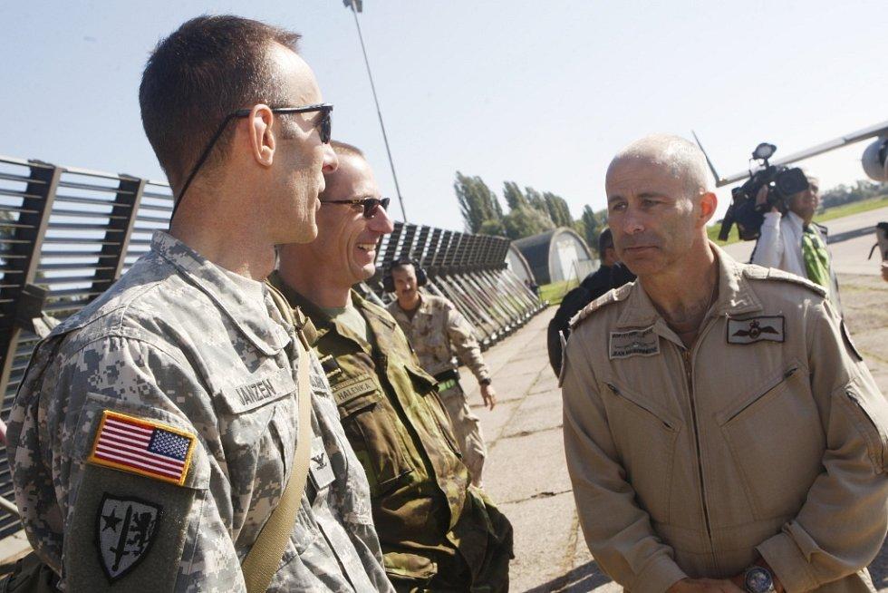 Operace IMPACT je mezinárodní misí. Účastní se jí Kanada, Spojené státy, Velká Británie a nyní i Česká republika.