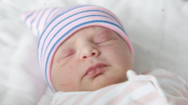 TEREZIE GROSS se narodila 2. května v 16 hodin a 16 minut. Měřila 49 centimetrů a vážila 2930 gramů. Maminku Šárku podpořil u porodu tatínek David. Rodina bydlí v Pardubicích. Doma na nového sourozence čeká pětiletý Matěj.