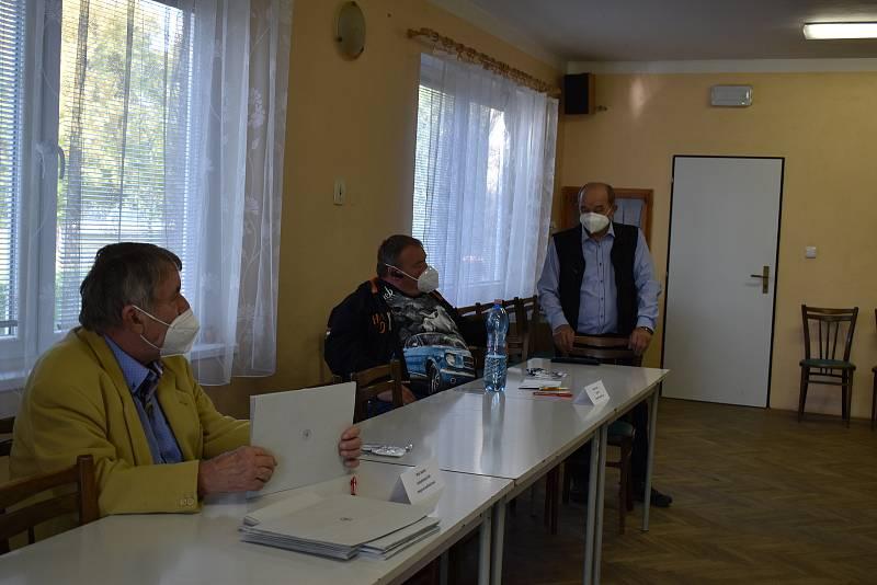 Volební komise má v Přepychách 4 členy.