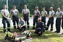 """Dvacet let po tragické havárii hasiči stále vzpomínají na své kolegy, kteří v roce 1994 vyjeli pomáhat spoluobčanům. František Kvapil a Milan Macháček se z """"běžného"""" výjezdu už nevrátili."""