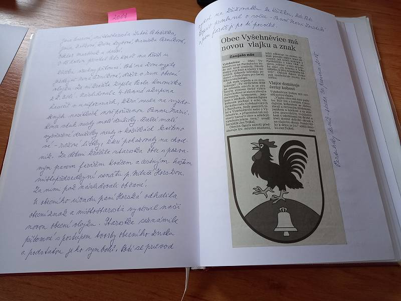 První záznam o Vyšehněvicích je z roku 1773, dnes píše kroniku starostka.