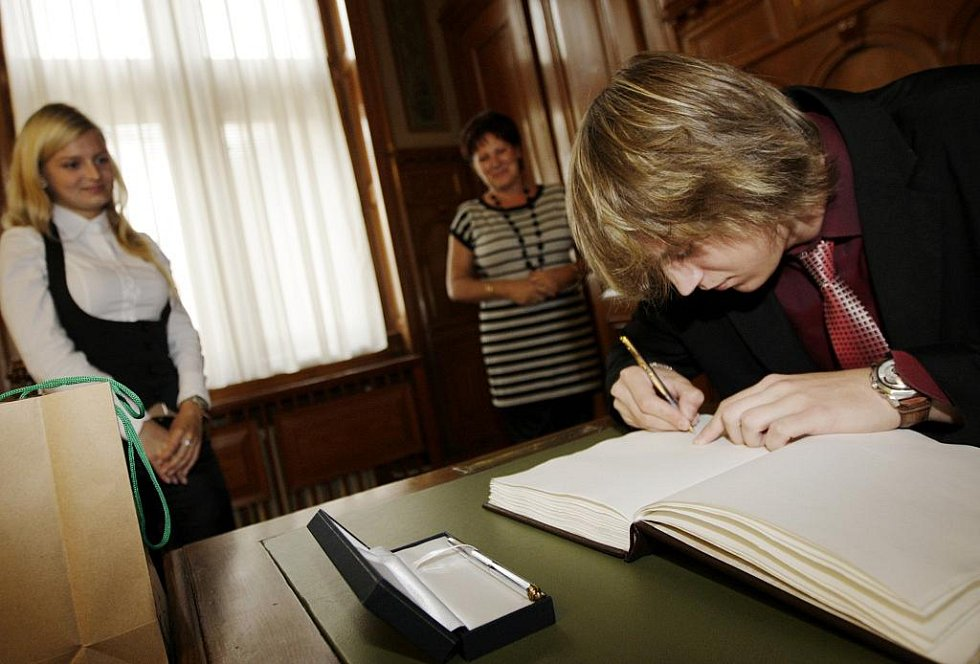 Elena Brabcová a Michal Vitásek se dočkali ocenění na pardubické radnici i krajském úřadu