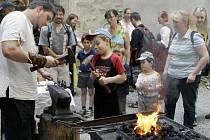 Kunětickou horu 'obsadili'  řemeslníci, hudebníci i šermíři